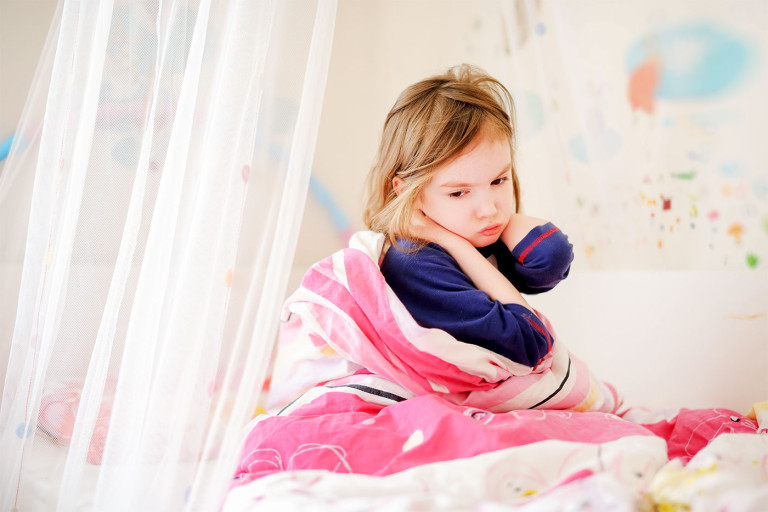 sad-girl-on-bed-768x512