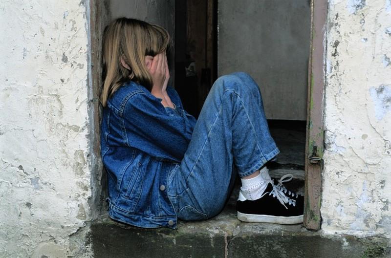 child-sitting-1816400_960_720 (1)