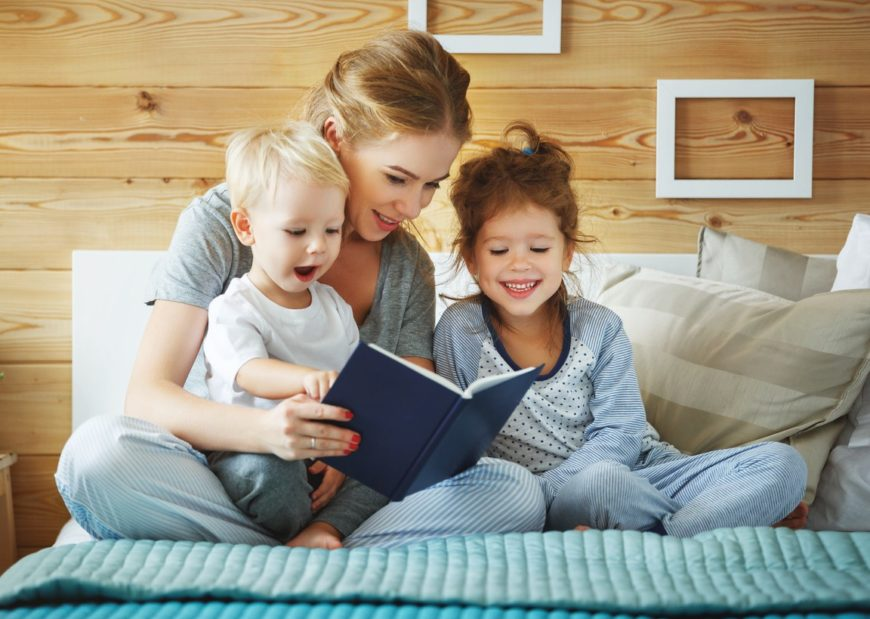 mother-reading-to-children-e1520467010915-870x619.jpg.pagespeed.ce.7nGRKtbWb1